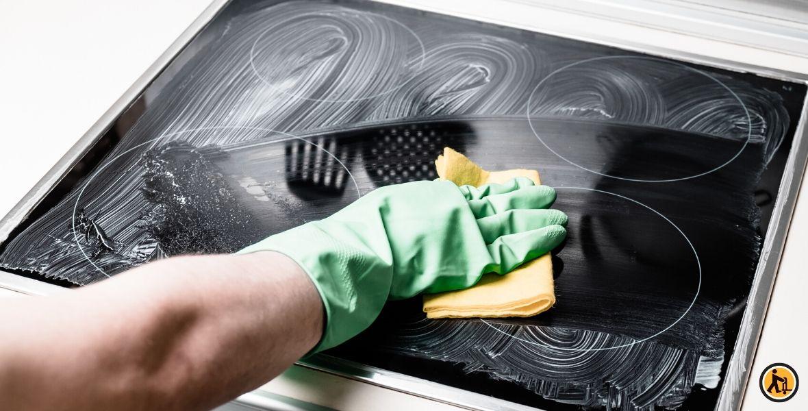 Comment nettoyer mes plaques de cuisson ?